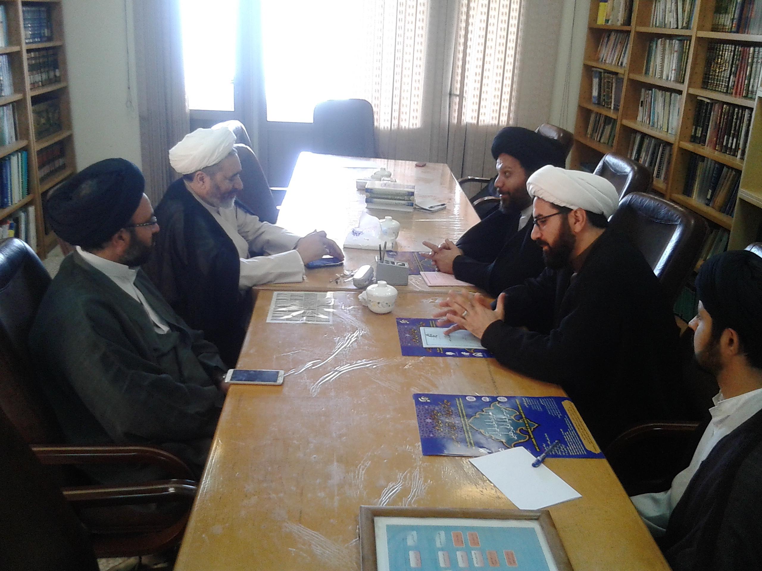 دیدار مسئولین برگزارکننده همایش با رئیس مدرسه عالی قرآن و حدیث امام خمینی(ره)12